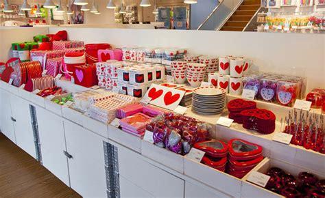 Flying Tiger Store Elle Decor 北欧の雑貨ストア フライング タイガー コペンハーゲン が表参道に誕生 エル オンライン