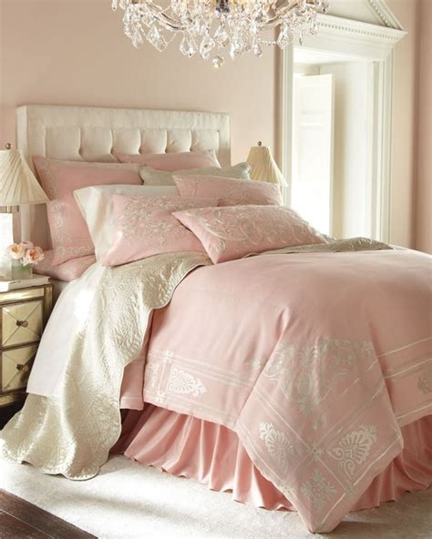 Set Feminim 36 adorable bedding ideas for feminine bedrooms digsdigs