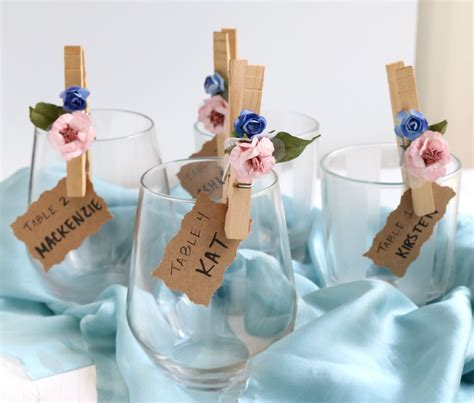 how to make wedding place setting cards flower petal clothespin place cards