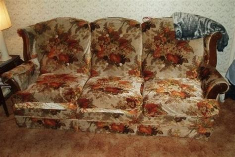 grandma couch 22 things everyone experienced at grandma s house tiphero