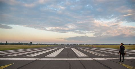 eingang tempelhofer feld datei berlin tempelhof airport runway 09l tempelhofer