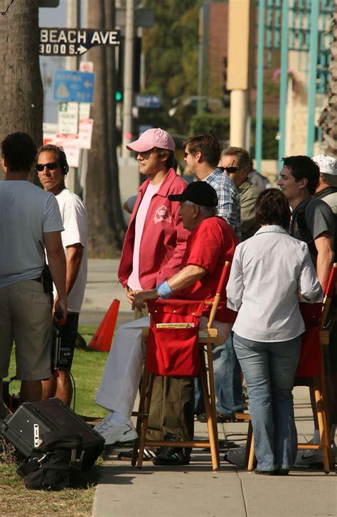 s day ashton kutcher trailer ashton kutcher on set of s day zimbio