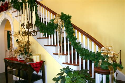 nice Christmas Decorations For Stair Rail #5: ind-ist06.jpg