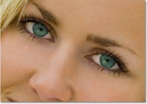 blue green eye color changing eye color in an image with photoshop