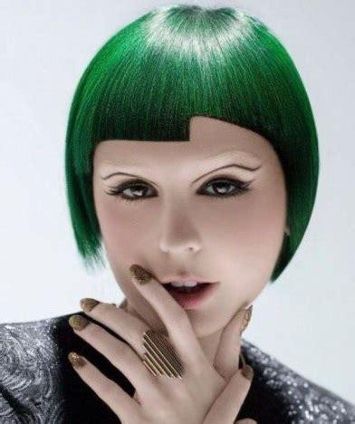 model rambut lurus wanita pendek semir warna hijau