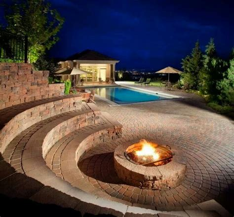 Fire Pit I Really Like The Idea Of Hitheater Seating Cool Backyard Pits