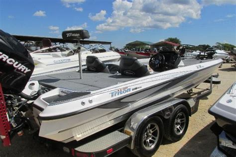 Foot Step Triton 2012 Model Ori triton 21 xs boats for sale