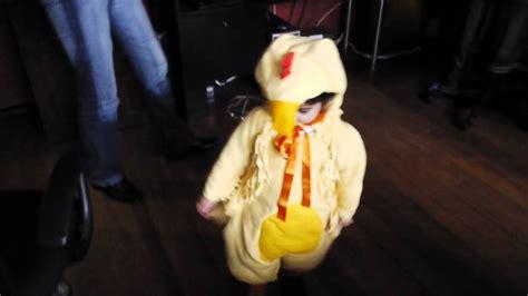 Musical Play Tidak Termasuk Alas el pollo disfraz 2011