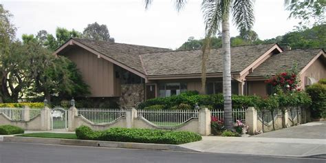 brady bunch house how much do tv houses cost in real life huffpost