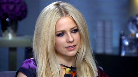 avril lavigne launches caign to help fight lyme disease avril lavigne opens up in tearful interview on lyme