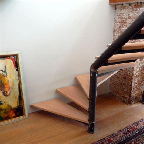 spiltrap zwart zwart stalen trap met houten treden dt40 trappenkopen nl