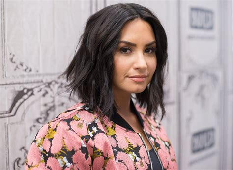 d r demi lovato kitabi demi lovato is offering free counseling services while on