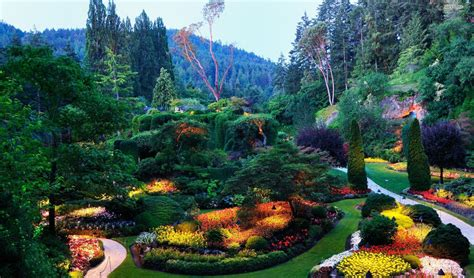 glimpse  heaven  luxurious gardens   world