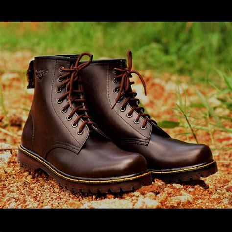 Daftar Sepatu Boot Karet Murah jual sepatu boots murah docmart dr martens wanita 8 lubang bahan kulit di lapak wetan