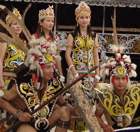 Baju Dayak Kalimantan culture ensyclopedia dayak tribe clothes blend with the