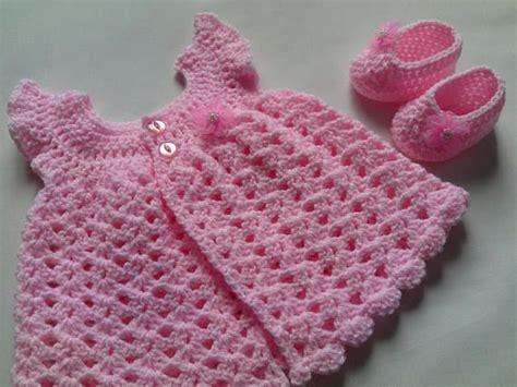 haakpatroon baby jurk gehaakte baby jurk en baby laarsjes patroon tutorial