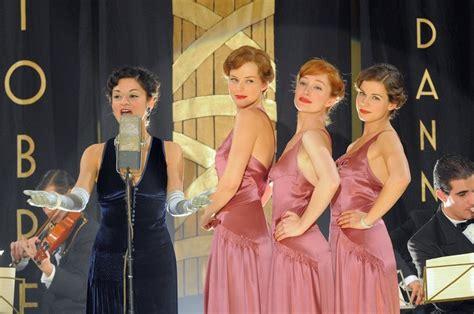 le ragazze dello swing viviana dragani in una scena tratta dalla fiction le