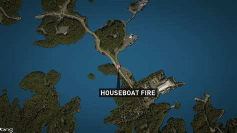 houseboat fire 11alive houseboat catches fire overnight