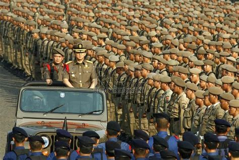 ahok jakarta ahok pimpin upacara hut satpol pp di monas republika online