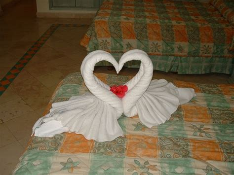 Towel Origami Swan - 25 best ideas about towel origami on towel