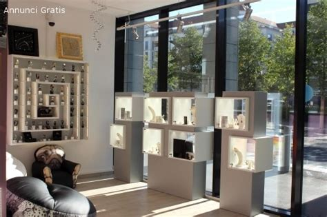 mobili per vetrine negozi annunci arredamento mobili vetrine per negozio