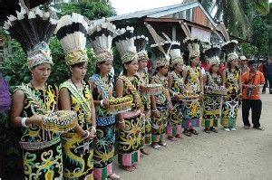 Ikat Kepala Tenun Dayak Kalimantan Ikd138 fitinline 3 ragam busana tradisional suku dayak ngaju