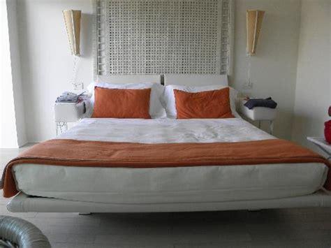 lit grande taille photo de una hotel versilia lido di