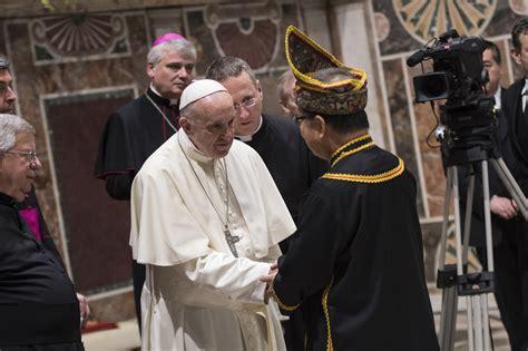 santa sede papa francesco papa francesco saluta il corpo diplomatico presso la santa