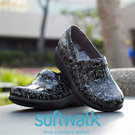 most comfortable shoes for hairdressers 25 best ideas about waitress outfit on pinterest dress