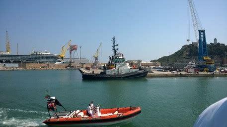 capitaneria di porto civitanova marche tensione in porto per protesta pescatori marche ansa it