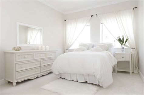snowflake bedroom dipped in colors a guide to monochromatic styling