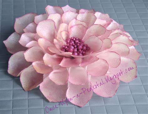 How To Make Wafer Paper Roses - 25 best ideas about wafer paper flowers on