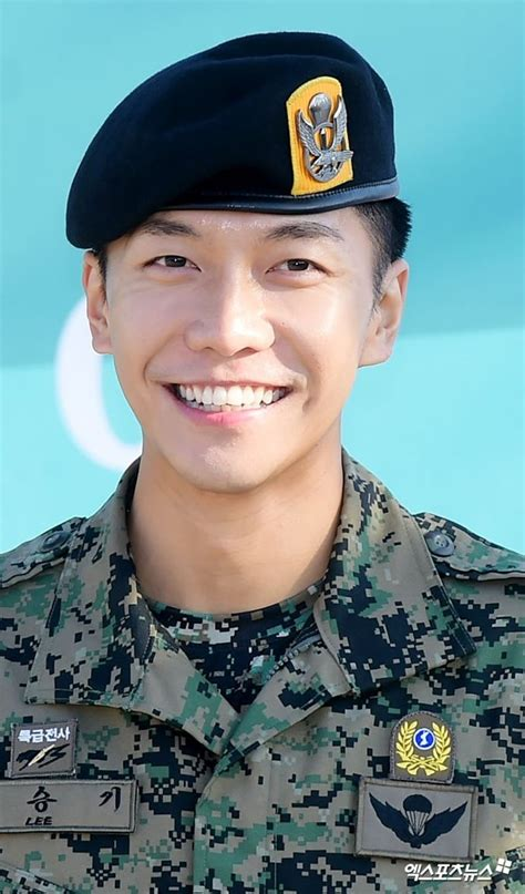 lee seung gi military he s back lee seung gi is discharged from military