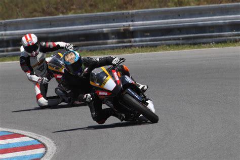 Motorrad Reifen Warmfahren by Ktm Rc390 Cup Testbericht