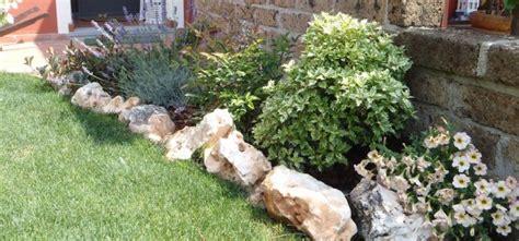 aiuole da giardino con sassi aiuole con sassi oasi di creativit 224 il verde