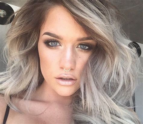 how to achieve dark roots hair style love this hair color silver hair with brown roots pelo