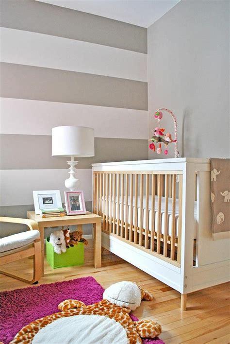 Delicious Colori Pareti Camerette Bambini #3: camerette-neotati-parete-righe-bianco-grigio.jpg