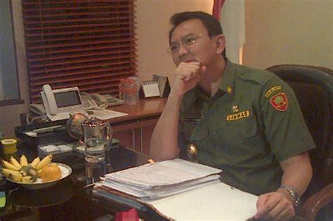 ahok gubernur dki alumni itb desak ahok ditahan dan diberhentikan