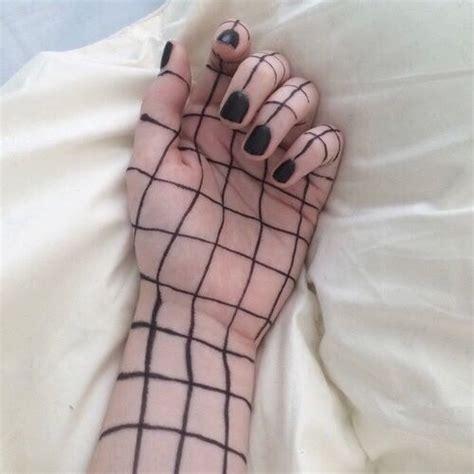 holding pattern tumblr aesthetic black fashion grid grunge image 4019251