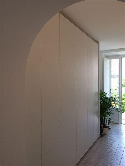armadi a muro roma oltre 20 migliori idee su armadio a muro ins su