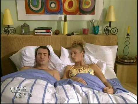 un gars une fille au lit