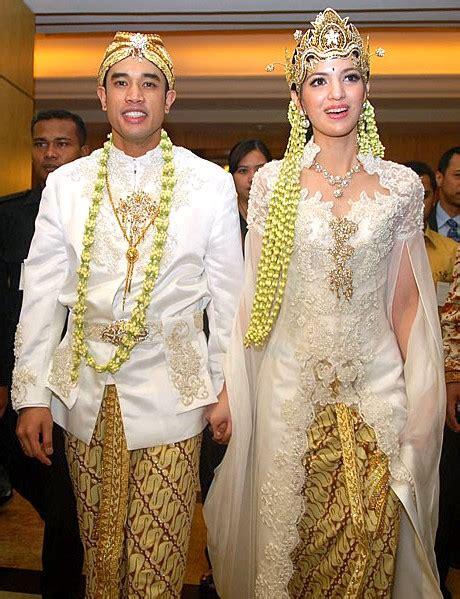 Gamis Ramadhani kebaya putih pengantin nia ramadhani butik baju muslim