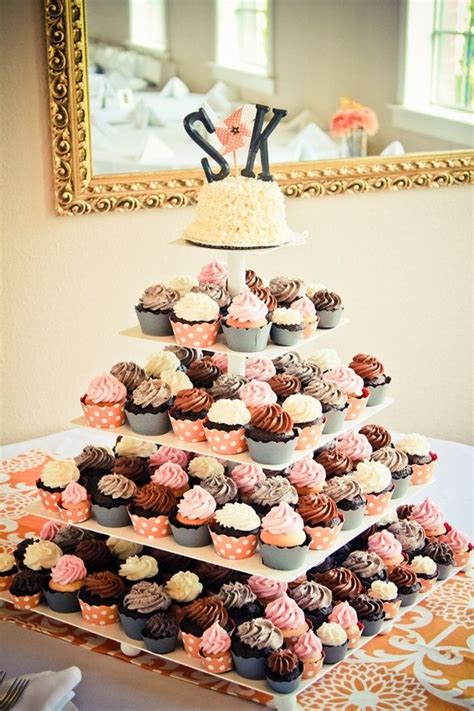 Hochzeitstorte Und Cupcakes by Best 25 Cupcake Tier Ideas On Cupcake Stands