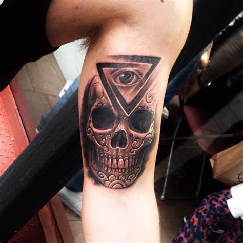eye tattoo with skull 22 illuminati eye tattoo pictures images and designs
