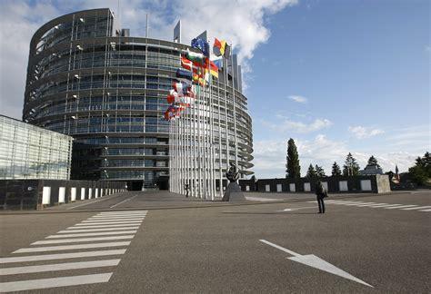 parlamento europeo sede bruxelles quot ai cittadini si chiede l austerit 224 e poi si sprecano