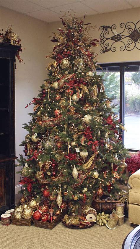 christmas tree with baskets of ornaments i like the idea