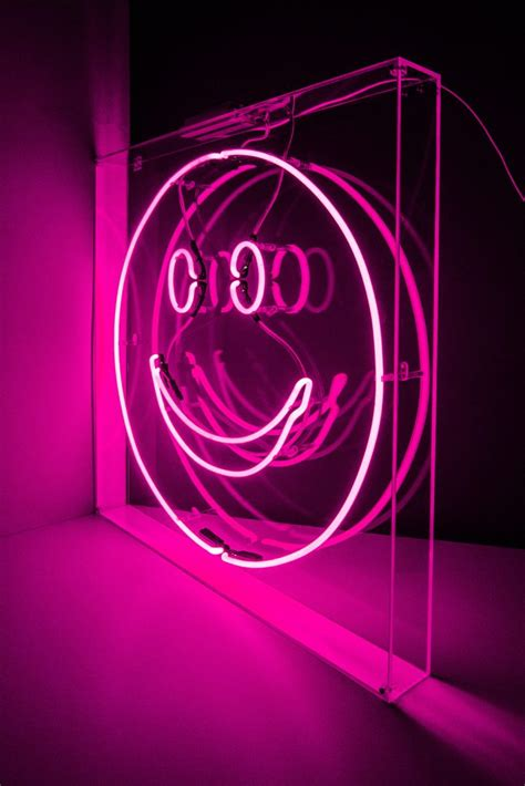 smiley face kemp london bespoke neon signs prop hire