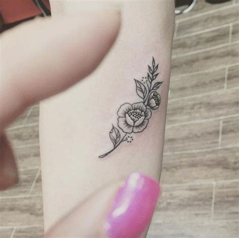 gorgeous small tattoos best 25 small feminine tattoos ideas on