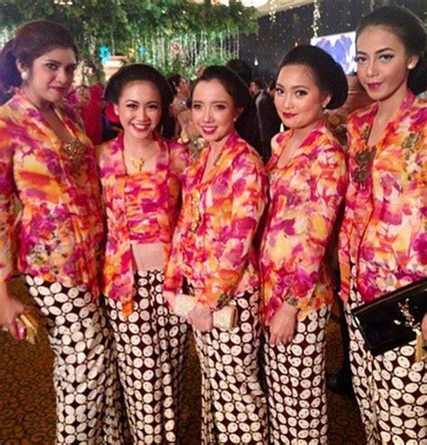 Brokat Brukat Kain Kebaya Navy R4 model baju kebaya kutu baru untuk bridesmaid seanggun ra