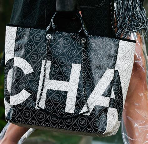 10 Best Summer Accessories By Chanel by Chanel Summer 2018 Collection Bags Logo Tote